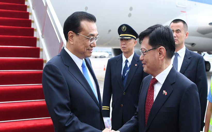 李克强抵达新加坡开始进行正式访问