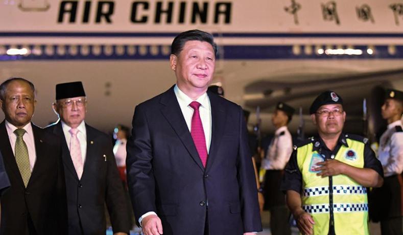 习近平抵达斯里巴加湾开始对文莱达鲁萨兰国进行国事访问