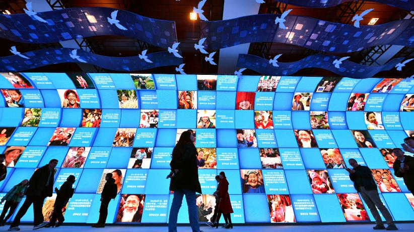 """""""伟大的变革——庆祝改革开放40周年大型展览""""累计参观人数突破90万"""