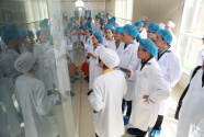 """全国30多家知名媒体走进扬子江""""质量品牌安全环保月"""""""