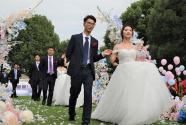 """最美不过一声""""我愿意"""":扬子江药业集团集体婚礼 9对新人深情告白"""