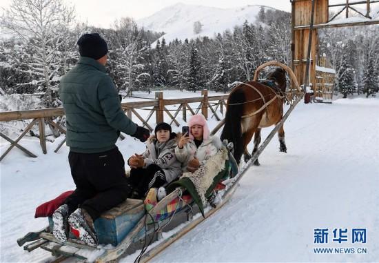 """(社会)(2)新疆禾木:冰天雪地""""别样跨年"""""""