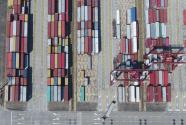 三大危机叠加,中国经济如何涉险过关?