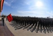 陆军第71集团军某新兵团举行2020年新兵授衔仪式